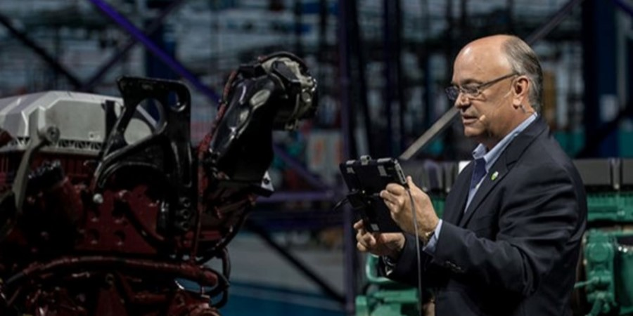 Jim Heppelmann, PTC CEO, demonstrates the power of AR and Digital Thread at the LiveWorx 2019 keynote address.